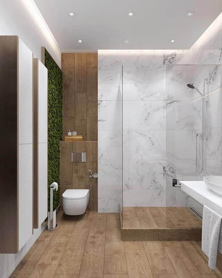 Mini jardim vertical para decoração de banheiro com piso de madeira Foto Homify