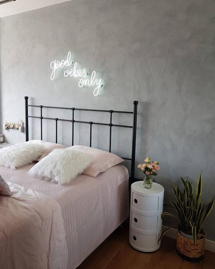 Modelo de letreiro neon quarto. Fonte: Chez Nadi