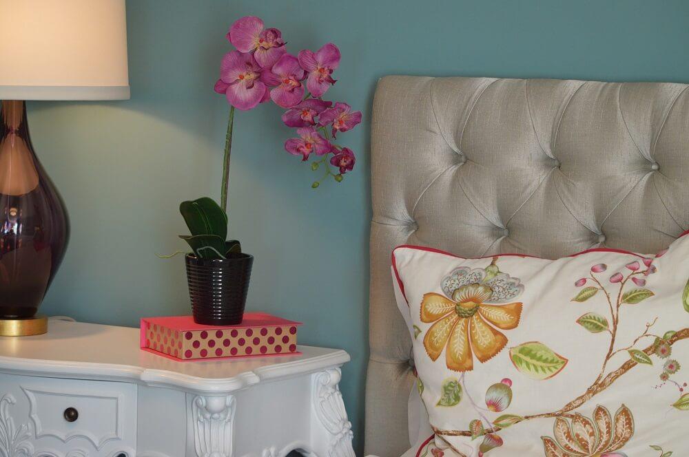 Nunca use espécies com aromas fortes para compor a decoração de primavera dos quartos. Fonte: Pexels