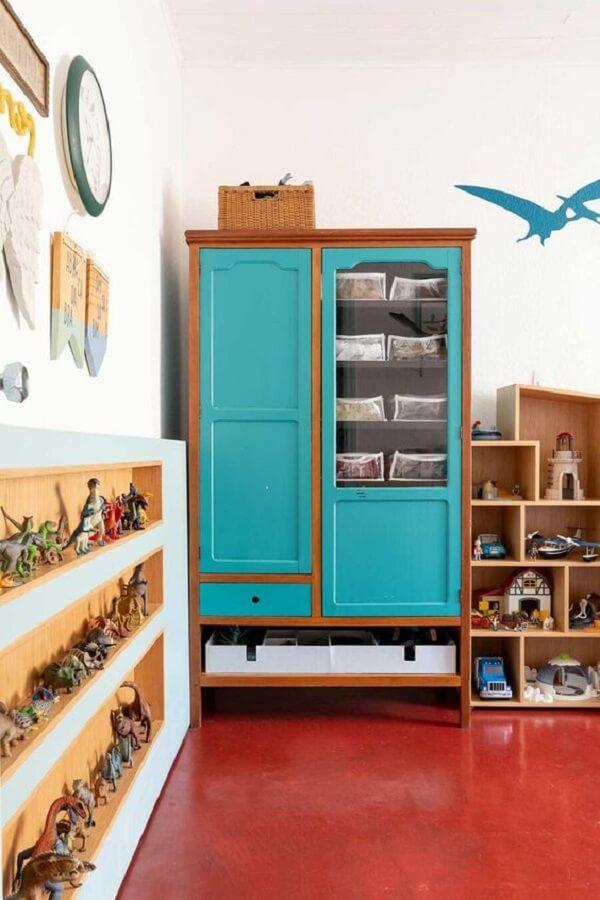 O piso vermelho desperta energia no quarto de brinquedos. Fonte: Casa de Valentina