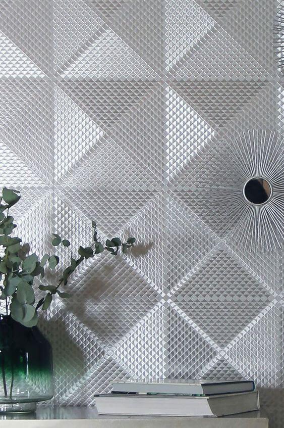 Papel de parede cor prata na sala de estar