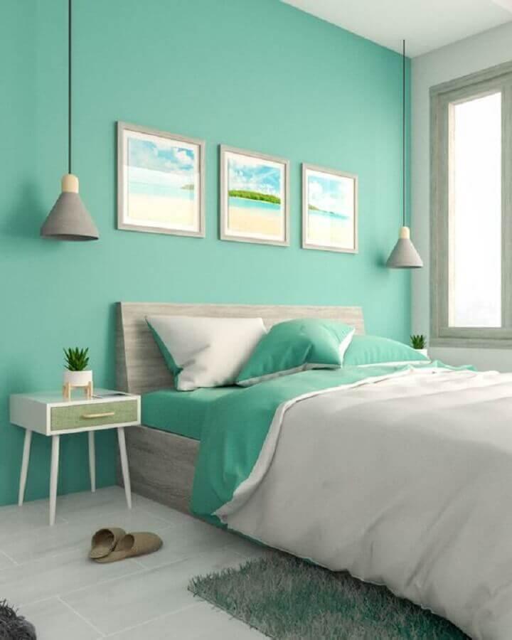 Parede cor ciano para decoração de quarto de casal com luminária pendente cinza Foto Interior Design Ideas