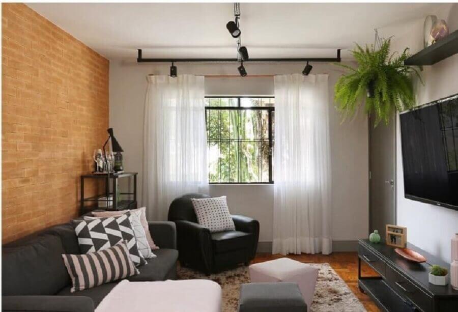 Parede tijolinho para decoração de sala pequena com plantas naturais Foto Bianchi e Lima Arquitetura