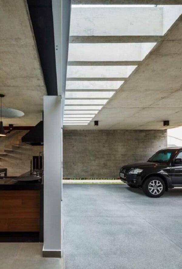 Pergolado de concreto garagem facilita a entrada de luz natural no ambiente. Fonte: Decor Fácil