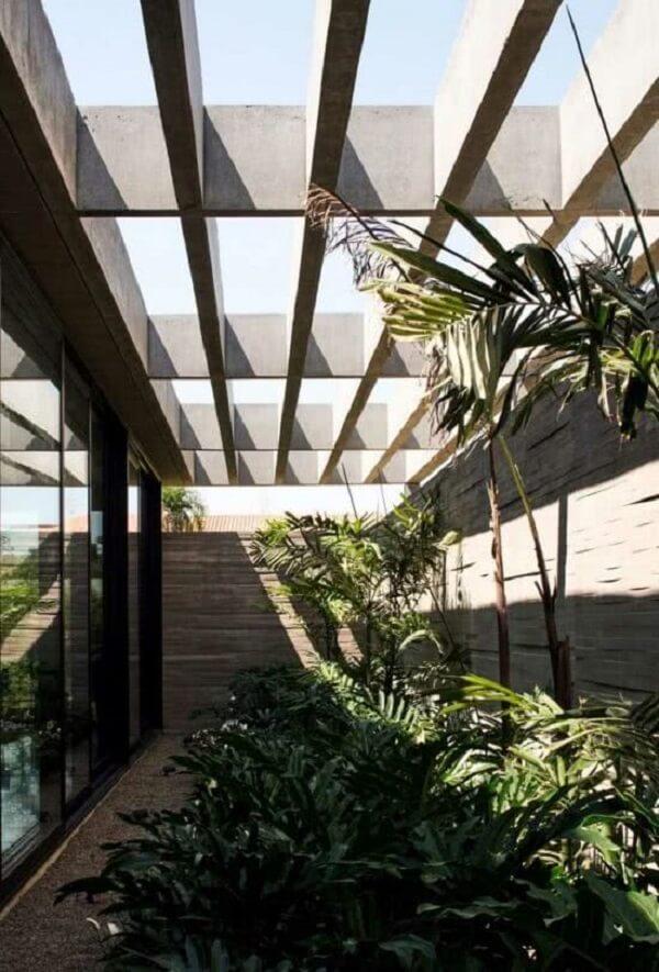 Pergolado de concreto pré moldado e jardim de inverno formam uma combinação perfeita. Fonte: Decor Fácil