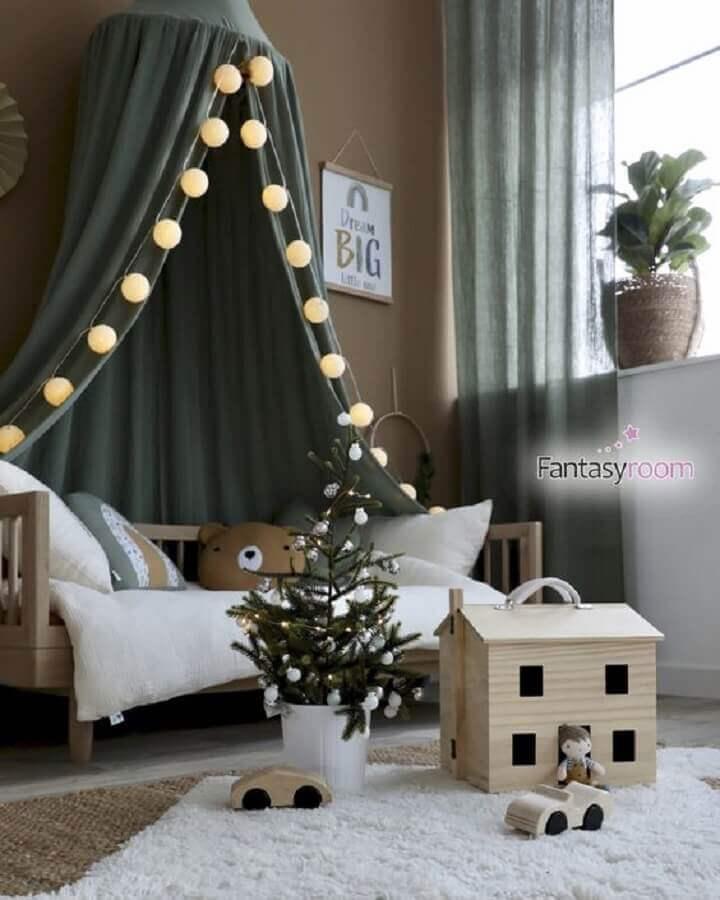 Quarto infantil decorado com cordão de lâmpada para cama infantil com dossel Foto Fantasyroom