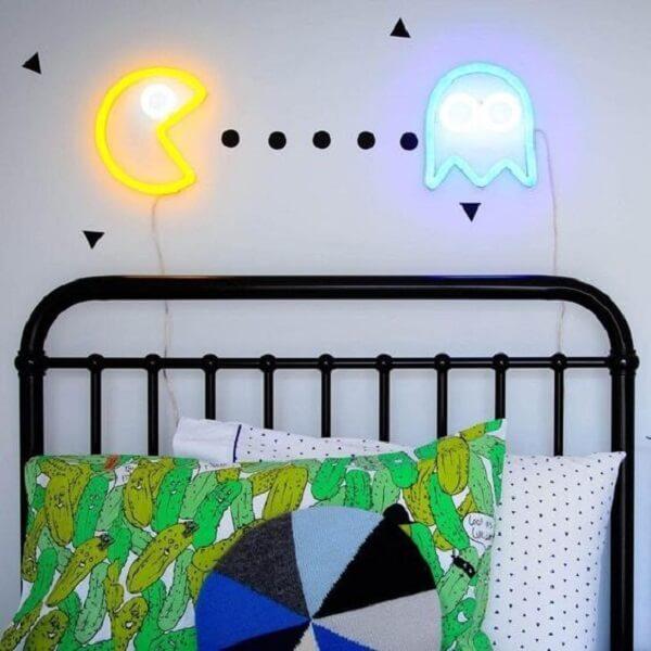 Quarto neon cheio de estilo e personalidade. Fonte: Electric Confetti