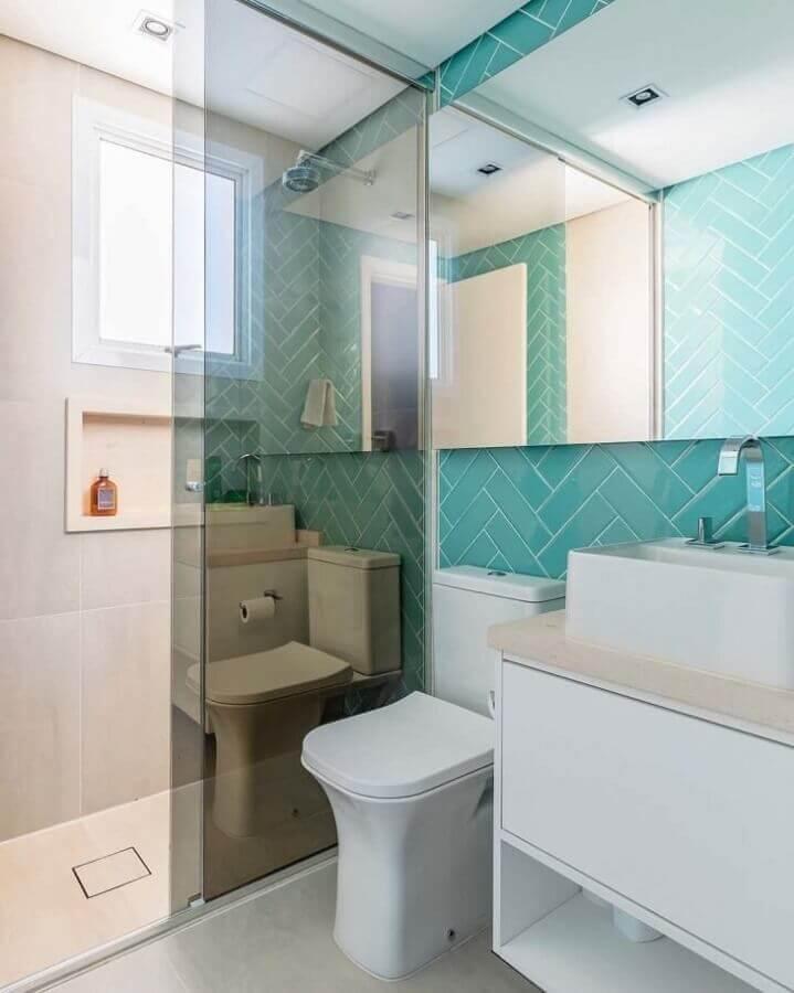 revestimento de parede cor ciano para decoração de banheiro branco Foto Meyer Cortez Arquitetura Design