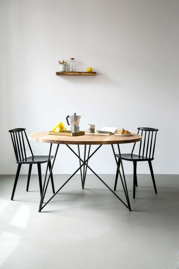 Sala com mesa eiffel de ferro e madeira estilo industrial