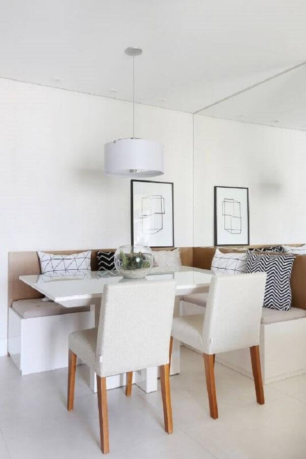 Sala de jantar minimalista com canto alemão moderno. Fonte: Bianchi Lima