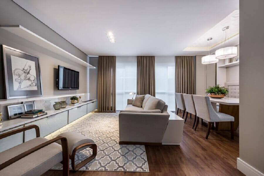 Tons de cinza para decoração de sala de estar e jantar integrada com luminária redonda Foto Treez Arquitetura + Engenharia