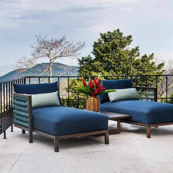Varanda com chaise área externa azul marinho