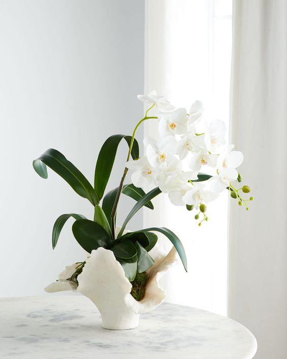 Vaso de flor para sala de estar clássica e chique com orquídea branca