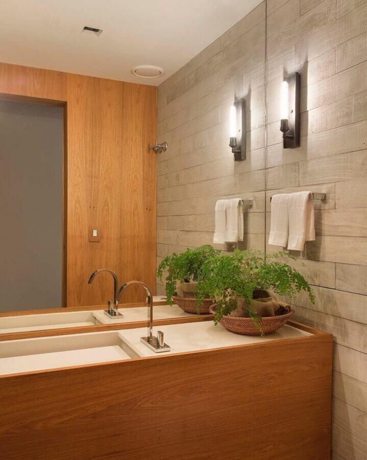 Vaso de planta para bancada de banheiro bonito decorado em cores neutras Foto Escala Arquitetura