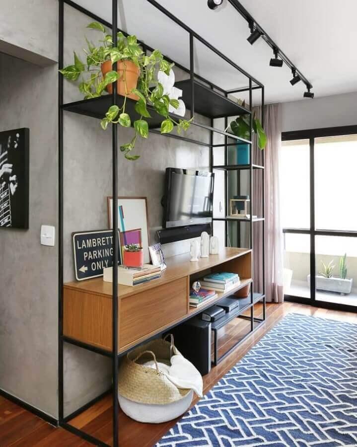 Vasos com plantas para decoração de sala com estilo industrial Foto Mandril Arquitetura