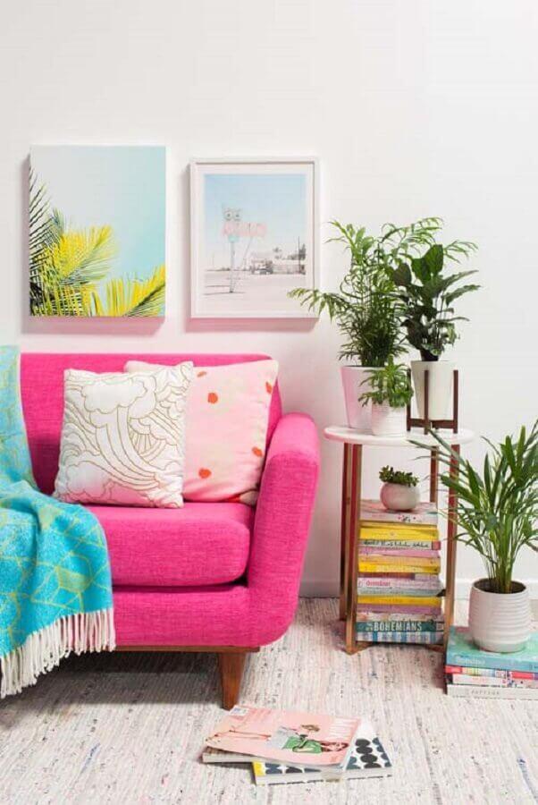 Vasos com plantas para decoração de sala com sofa rosa Foto Decor Fácil