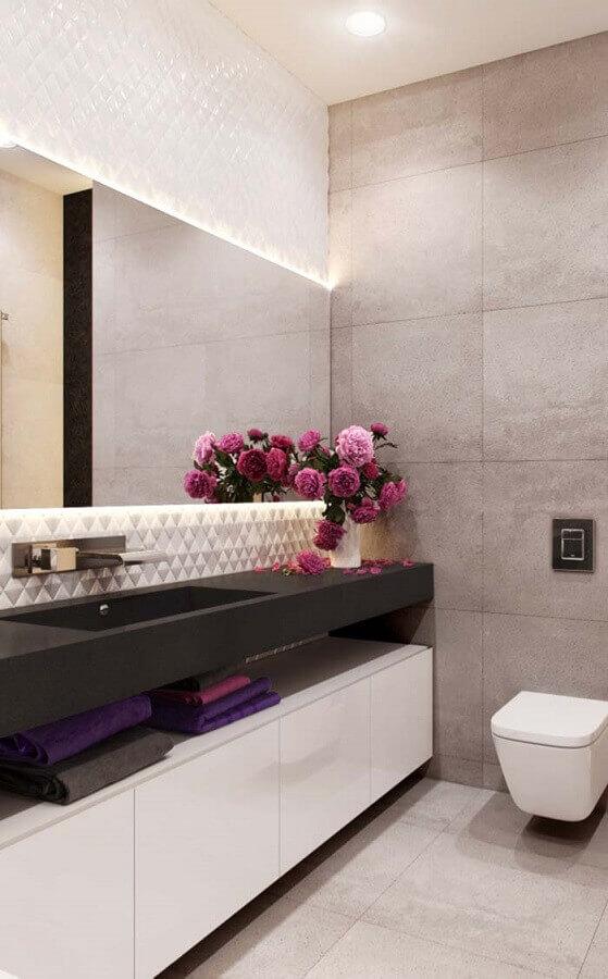 Vasos de flores para decoração em cores claras de banheiro bonito Foto Home Fashion Trend