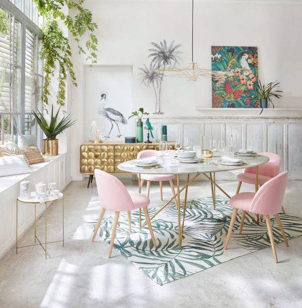 Mesa de jantar eiffel com cadeiras cor de rosa