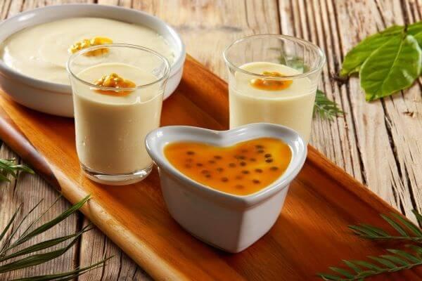Aprenda como fazer uma calda de maracujá para mousse deliciosa