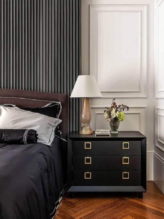 Boiserie para decoração sofisticada com gaveteiro para quarto preto e branco Foto Home Fashion Trend