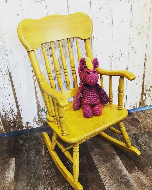 Cadeira de balanço para sacada de apartamento colorida