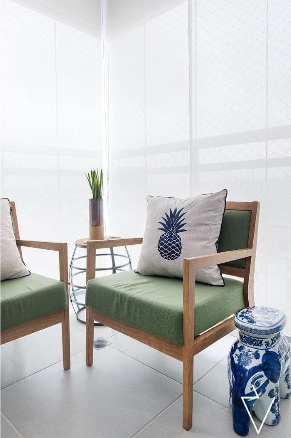 Cadeira para sacada na cor verde moderna