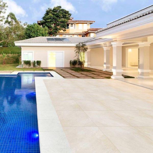 Casa grande com quintal e piscina