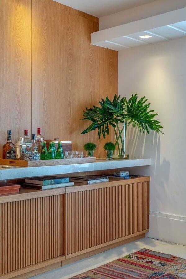 Como decorar buffet de sala de jantar com vasos de plantas e barzinho Foto Brise Arquitetura