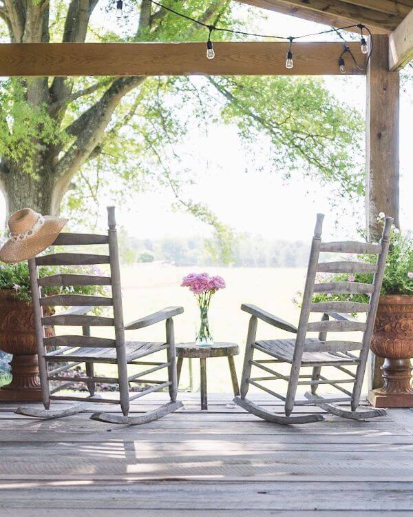 Conjunto de cadeira para sacada de madeira