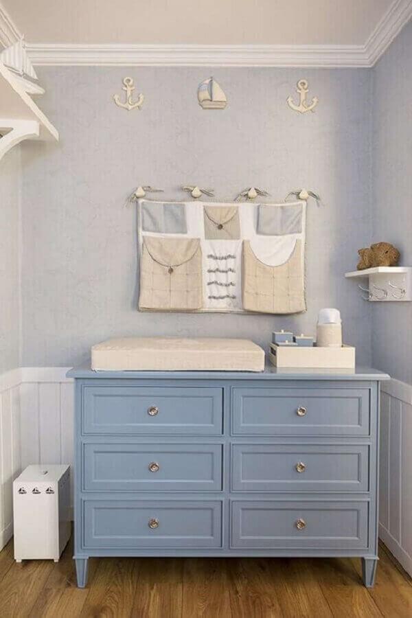 Decoração com cômoda gaveteiro para quarto de bebê azul e branco Foto Carminatto