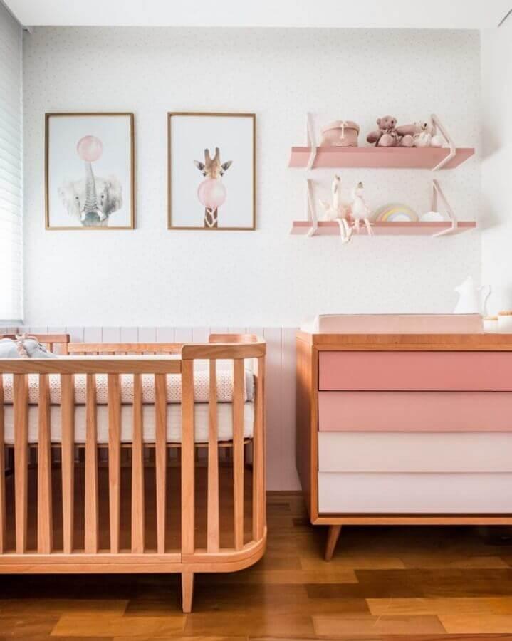Decoração com gaveteiro para quarto de bebê branco e rosa Foto Decor Fácil