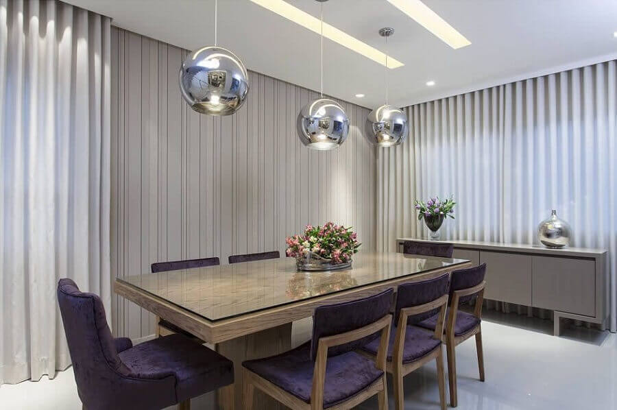 Decoração em tons de cinza para sala de jantar com buffet Foto Vanja Maia