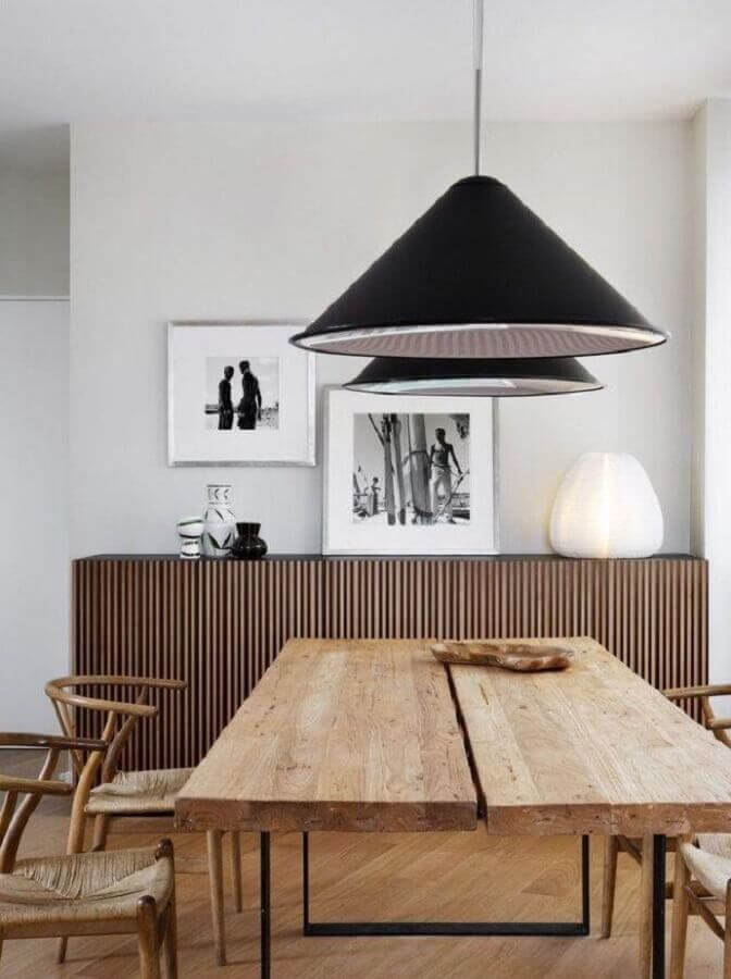 Decoração minimalista com mesa rústica para sala de jantar com buffet de madeira Foto Decor Fácil