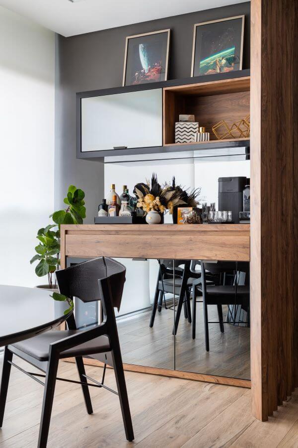 Decoração moderna com cadeira para sacada preta