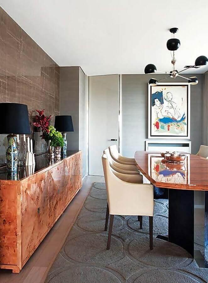 Decoração moderna de sala de jantar com buffet de madeira rustico e abajur preto  Foto Futurist Architecture