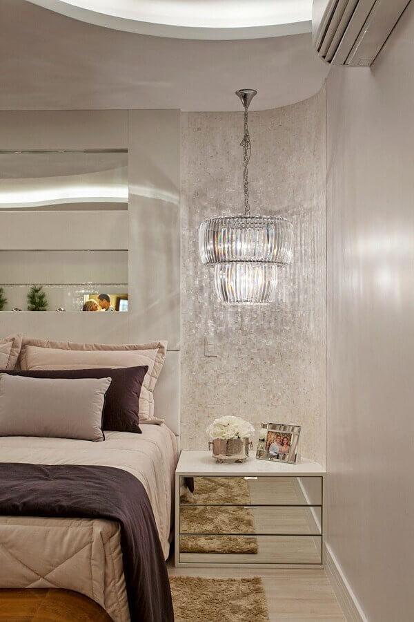 Gaveteiro para quarto sofisticado decorado com lustre de vidro Foto Homify