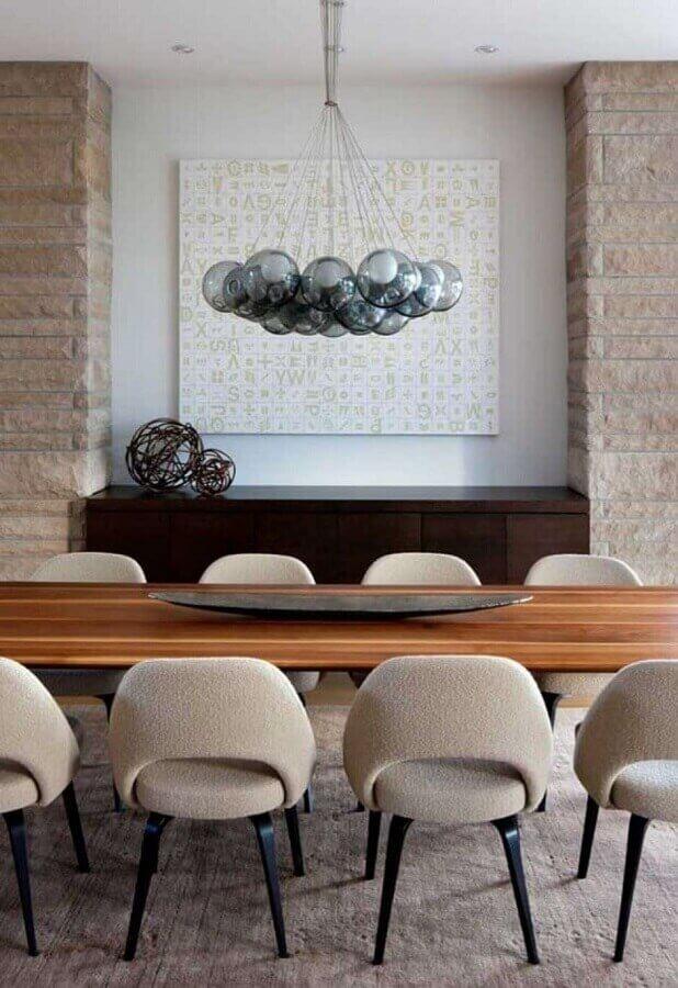 Lustre moderno para decoração de sala de jantar com buffet de madeira Foto Futurist Architecture