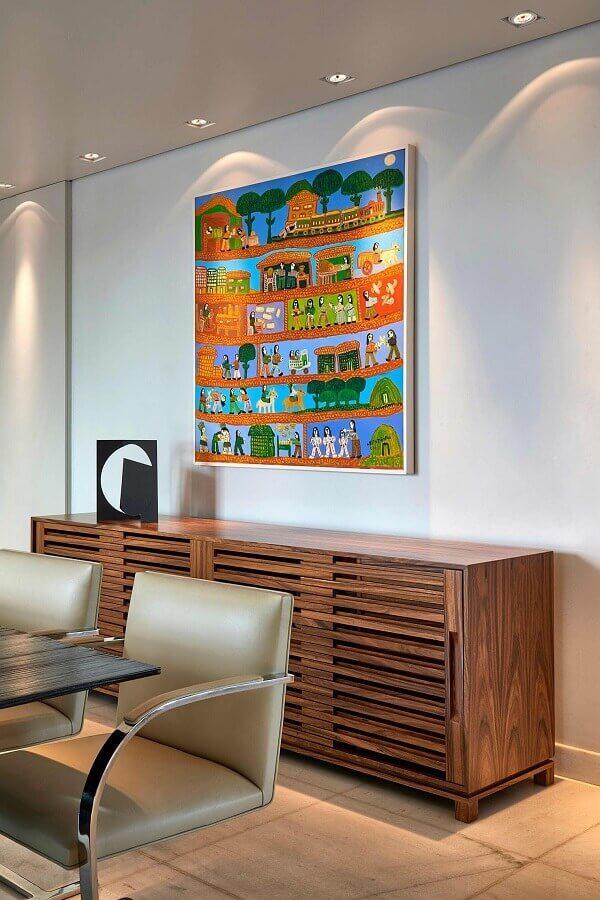 Quadro colorido para decoração de sala de jantar com buffet de madeira Foto Homify