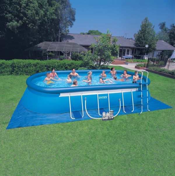 O quintal fica muito mais divertido com piscina inflável