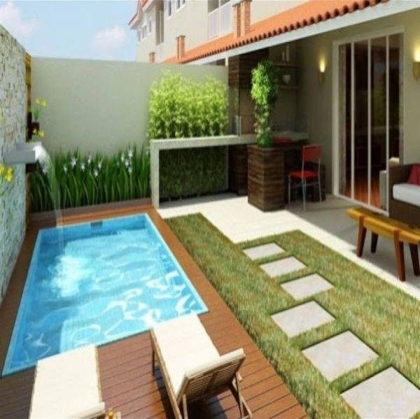 Quintal com piscina pequena e decoração com flores