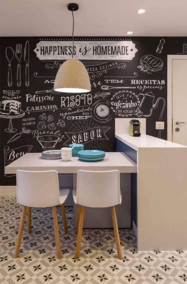 Sala de estar com lettering na parede