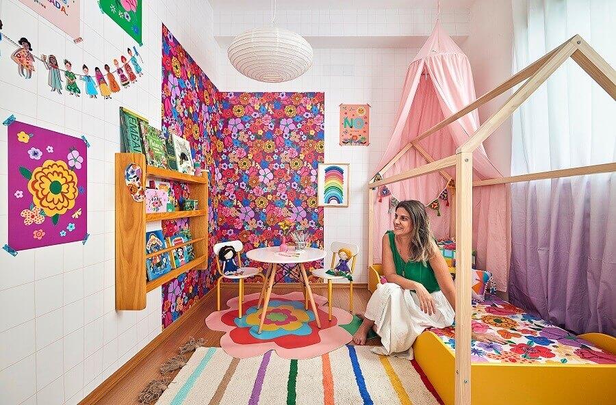 Sobreposição de tapetes para decoração de quarto infantil romântico Foto Marcos Fertonani para MOOUI